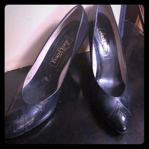 Evan Picone leather Navy pump with design size 10